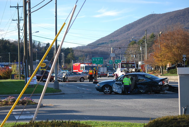 blowing_rock_road_wreck_111409.jpg